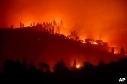 The Camp Fire burns along a ridgetop near Big Bend, Calif., on Saturday, Nov. 10, 2018. (AP Photo/Noah Berger)