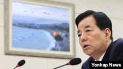 한민구 한국 국방부 장관이 지난 3일 국회에서 열린 국방위 전체회의에서 질의에 답변하고 있다. (자료사진)