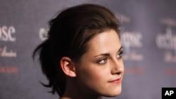La primera parte de la película Amanecer, le generó a Stewart una ganancia de 34,5 millones de dólares.