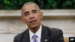 Tổng thống Hoa Kỳ Barack Obama trao đổi với giới truyền thông tại cuộc họp với các lãnh đạo kinh tế, chính phủ, an ninh quốc gia trong Phòng Bầu dục ở Tòa Bạch Ốc, ngày 16 tháng 9 năm 2016.