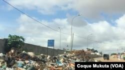 Lixo na Sétima Avenida do Cazenga, em Luanda