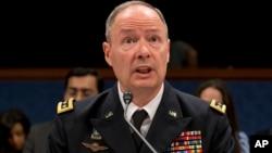 El general Keith Alexander, director de la NSA y jefe del Comando Cibernético, se retira el año entrante.