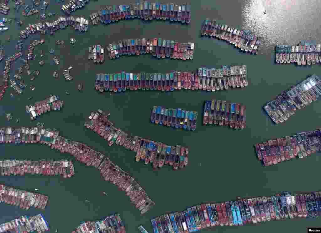 ایستگاۀ قایق های ماهیگیری در ولایت گوانگدونگ چین.
