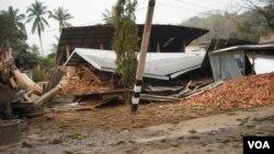 Gempa berkekuatan 6,8 skala Richter menghancurkan rumah penduduk di Birma, dekat perbatasan Thailand, Kamis (24/3).