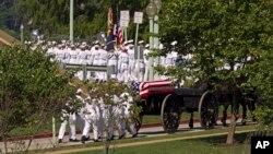 Pogrebna povorka na putu ka groblju Pomorske akademije SAD u Annapolisu, 2. septembar 2018.