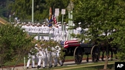 Pogrebna povorka na putu ka groblju Pomorske akademije SAD u Anapolisu, 2. septembar 2018.