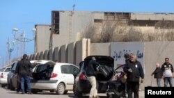 Lokacin da aka kwahse fasinjoji a filin tashin jirage da ke Tripoli a Libya, ranar 8 ga watan Afrilu 8, 2019.