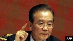 Trong lúc Thủ tướng Ôn Gia Bảo nhắc lại câu nói 'Không cải cách thì Trung Quốc chỉ có chết mà thôi', chính quyền Bắc Kinh tiếp tục chiến dịch đàn áp thô bạo nhắm vào những người hô hào cải cách dân chủ