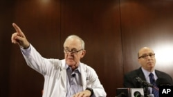 Le Dr Edward Goodman, de l'hôpital Texas Health Presbyterian Hospital de Dallas, lors de la conférence de presse sur le premier malade de l'Ebola identifié aux Etats-Unis