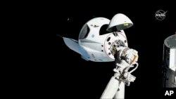 ຈຸບິນຂອງ SpaceX Crew Dragon ທີ່ເຫັນໃນພາບ, 03 ມີນາ 2019 ທີ່ມີຄວາມຍາວ 20 ແມັດ ຈາກສະຖານີອາວະກາດນາໆຊາດ ຮາໂມນີ.