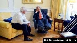 گفتگوی غیررسمی جان کری و محمدجواد ظریف وزیران خارجه آمریکا و ایران در حاشیه مذاکرات اتمی وین - ۳ ژوئیه ۲۰۱۵