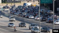 De acuerdo con estimados, este fin de semana los estadounidenses consumirán 1.200 millones de galones de gasolina.