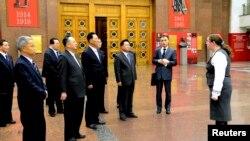 북한 김정은 국방위원회 제1위원장의 특사로 러시아를 방문한 최룡해 노동당 비서가 지난 18일 '조국전쟁중앙박물관'을 비롯한 모스크바 시내 곳곳을 둘러봤다고 북한 조선중앙통신이 21일 보도했다.