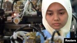 Pekerja di sebuah pabrik elektronik di Penang, Malaysia.