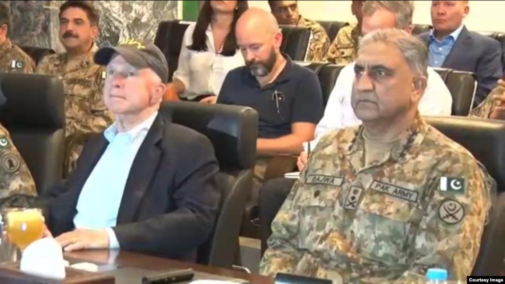 جان مک کین سناتور ارشد آمریکایی در پاکستان گفت صلح در منطقه بدون پاکستان امکانپذیر نیست