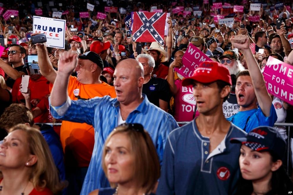 佛罗里达州的支持川普大会。这张图上的人大多数人是白人
