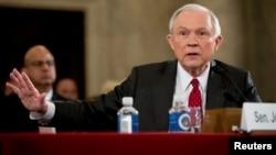 Attorney General-designate Jeff Sessions, a ສະມາຊິສະພາສູງ ສະຫະລັດ ສັງກັດພັກຣີພັບບລີກັນ ຈາກລັດ Alabama, ໃຫ້ການຢູ່ທີ່ລັດຖະສະພາ ຫຼື Capitol Hill ໃນນະຄອນຫຼວງວໍຊິງຕັນ, ວັນທີ 10 ມັງກອນ 2017.