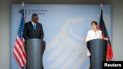 ABD Savunma Bakanı Lloyd Austin ve Almanya Savunma Bakanı Annegret Kramp-Karrenbauer