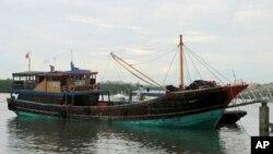 Tàu đánh cá Trung Quốc Qiongqionghai 09.063 neo tại một bến tàu ở Honda Bay Wharf tại thành phố Puerto Princesa, Tây Philippines. (Ảnh chụp ngày 10/5/2014).