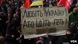 Прихильники опозиції під парламентом вимагають призначити вибори в Києві