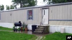 这张2015年7月17日拍摄的照片显示检方所说的在俄亥俄州马伦市蛋鸡饲养场工作的危地马拉少年被迫居住的地方。