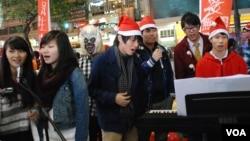 香港學生組織學民思潮平安夜宣傳全民提名理念