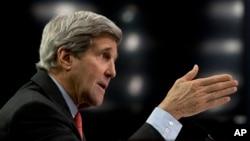 Menteri Luar Negeri AS John Kerry bersaksi di depan Kongres di Washington (25/2). (AP/Carolyn Kaster)