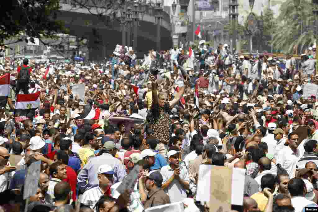 Supporters of deposed Egyptian President Mohamed Morsi shout slogans and wave Egyptian flags during a protest outside Al-Fath Mosque in Ramses Square, in Cairo, August 16, 2013.