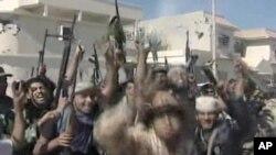 民眾歡慶卡扎菲被擊斃