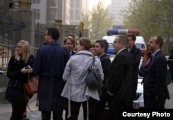 一些欧美国家人权官员在海淀法院外(网络图片)