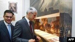 """Ministar spoljnih poslova Vuk Jeremic je danas u prostorijama ministarstva Srbije otvorio izlozbu """"Dva veka moderne srpske diplomatije"""", koju je posetio i predsednik DS Boris Tadić."""