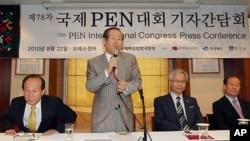 22일 서울 중구 한국프레스센터에서 열린 제 78차 국제PEN대회 기자간담회. 이 대회에서 '망명북한PEN'센터의 정식 회원가입 여부가 결정된다.