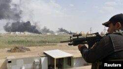 Binh sĩ Iraq tại một căn cứ quân sự ở phía bắc đã chuẩn bị sẵn sàng để bắt đầu tấn công trên bộ khi được lệnh.