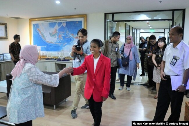 "Maria Lengari atau Osin saat menjabat ""Satu Hari Menjadi Menko Bidang Kemaritiman"", Jakarta, 11 Oktober 2018 (Foto: Humas Kemenko Maritim)"