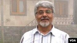 آقای سحرخیز از آبان ماه در بازداشت است.