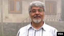 """عیسی سحرخیز فعال سیاسی اصلاح طلب، آبان ۱۳۹۴ به همراه چهار روزنامه نگار دیگر در پروژه موسوم به """"نفوذ"""" بازداشت شد."""