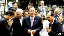 Tổng thư ký Liên hiệp quốc Ban Ki-moon đi thăm Viện bảo tàng Diệt chủng Toul Sleng