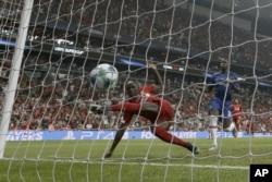 سادیو مانه بازیکن فرانسوی زننده هر دو گل لیورپول بود.