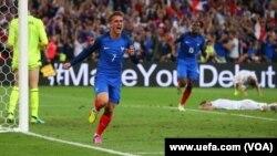 تيم فوتبال فرانسه به دومين پيروزى خود در رقابتهاى گروهى جام ملت هاى اروپا دست يافت.