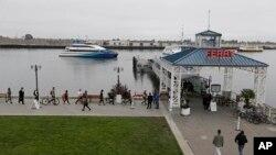 """Suasana di salah satu dermaga kapal feri di San Francisco (Foto: dok). Sebuah kapal feri """"Peralta"""" dilaporkan menabrak sebuah timbunan, saat berlayar mundur keluar dari dermaga Pier 41 pukul 5:45 petang waktu wilayah Pasifik, Minggu (12/10)."""