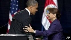 Predsjednik Obama s predsjednicom Kostarike Laurom Chinchilla, 3. svibnja 2013.