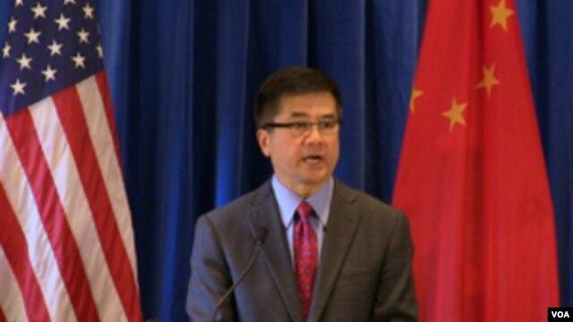 美国驻华大使骆家辉近日宣布新的签证申请系统(美国驻华大使馆图片)