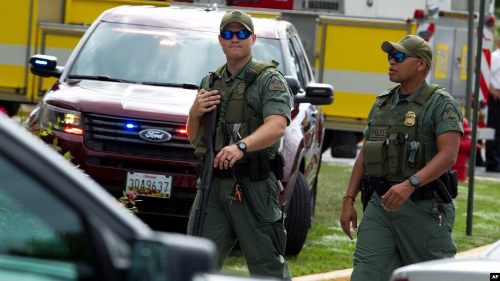 """馬里蘭州警察在發生槍擊案的""""州府憲報""""巡邏"""
