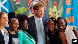 Le prince Harry et des jeunes ambassadrices à la Conférence internationale sur le sida à Durban le 21 Juillet 2016