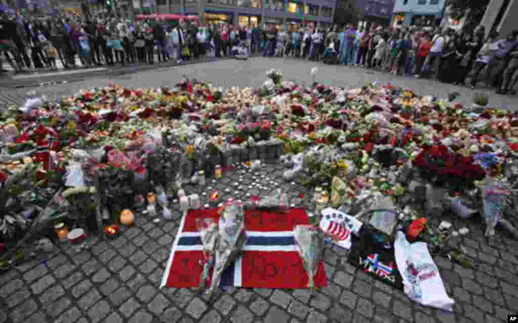 مراسم یاد بود از قربانیان حادثه حملات دوگانه در ناروی