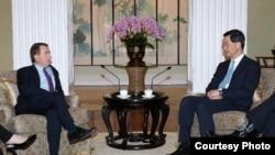 梁振英会晤美国会众议院外交事务委员会主席罗伊斯 (香港政府新闻处图片)