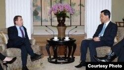 梁振英會晤美國會眾議院外交事務委員會主席羅伊斯 (香港政府新聞處圖片)