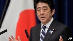 Thủ tướng Nhật Bản Shinzo Abe nói chuyện tại cuộc họp báo về Hiệp định TPP