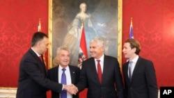 رئیس جمهوری اتریش، نفر دوم از سمت چپ