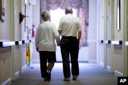 Pada tahun 2030, 1 dari setiap 5 penduduk AS akan memasuki usia pensiun, yang akan memicu permintaan akan lebih banyak profesional dalam layanan kesehatan.